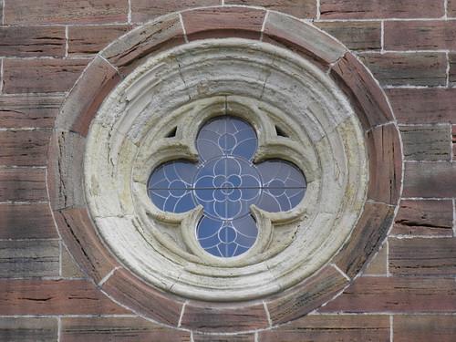Rosenvindue på fasaden, Kirke i Altkirchen