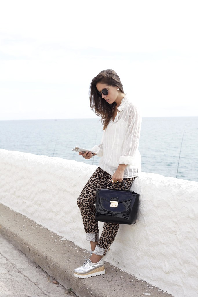02_Highly_preppy_blouse_and_leopard_pants