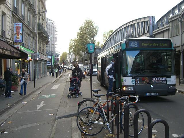 Остановочный выступ с велодорожкой