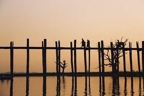 bridge trees sunset people asia burma arbres lumiere pont myanmar asie personnes coucherdesoleil birmanie