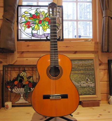 中出阪蔵1976年製作ギター 2010年12月撮影 by Poran111