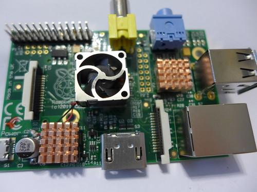 Raspberry Pi 安裝好散熱片與散熱風扇