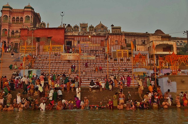 INDIEN, Varanasi (Benares) frühmorgends  entlang der Ghats, 14423/7307