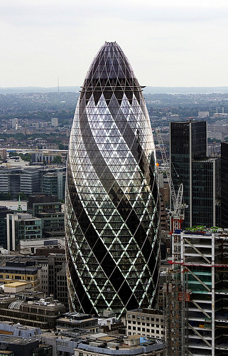 30 st mary axe the gherkin london uk 2001 2004 for Norman foster strutture