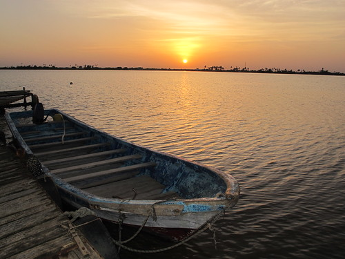 africa morning sunset copyright sun sunrise river boats boot soleil boat heiconeumeyer sonnenuntergang boote westafrica afrika senegal saintlouis fishingboats fishingboat fluss sonne sonnenaufgang morgen risingsun pirogue westafrika fleuve afrique copyrighted fischerboot fischerboote flus afriquedelouest languedebarbarie lafriquedelouest senegalriver gandiol fleuvedusenegal senegalfluss regiondesaintlouis gandiolseenfromlanguedebarbarieisland