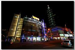 歲暮夜晚台北的街景