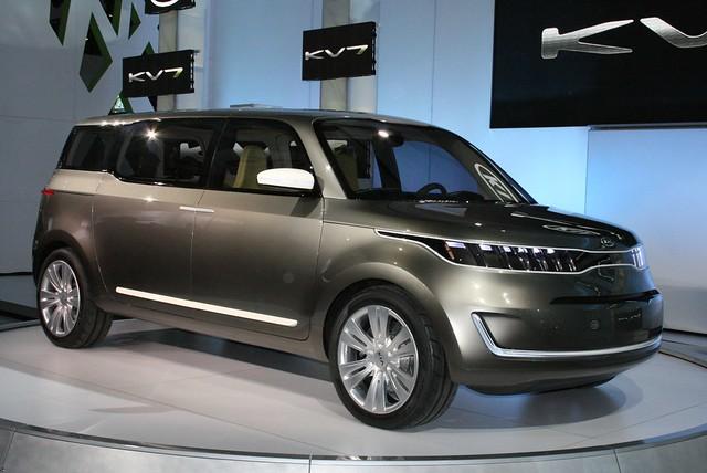2011 Detroit: Kia KV7 Concept