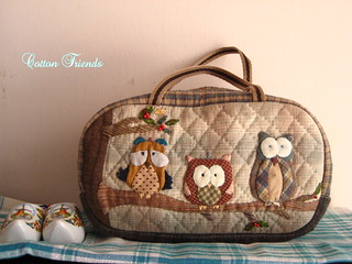 handmade and hand applique Little Owl pouch, quilted