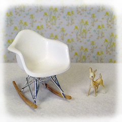 Dollhouse miniatures mini treasures wiki eames for Mini eames lounge chair