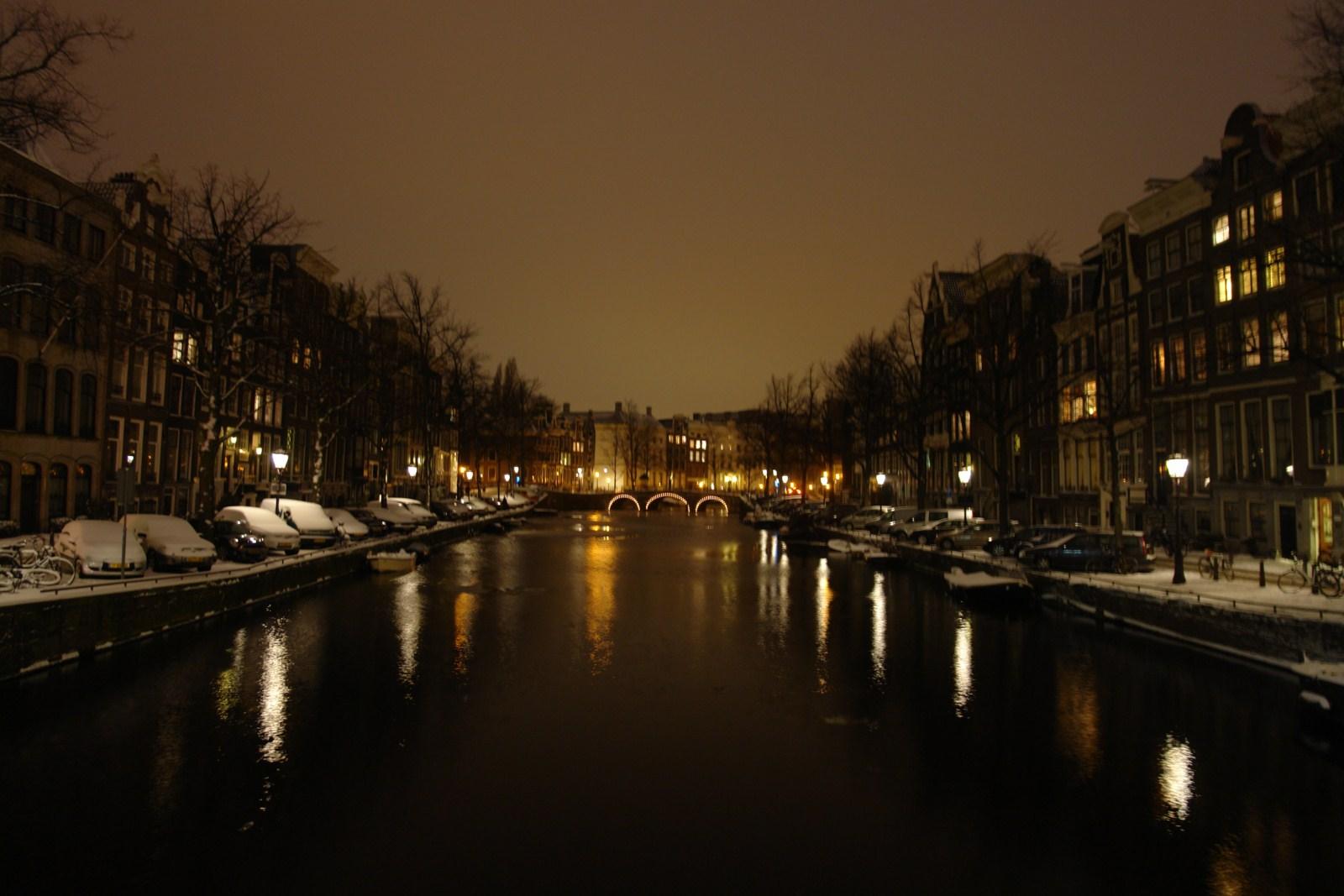 """Nevada y tranquila noche por los canales de la ciudad de Amsterdam intentando volar con """"marihuana airlines"""" desde amsterdam - 5252146896 d4835e5ca1 o - Intentando volar con """"Marihuana Airlines"""" desde Amsterdam"""