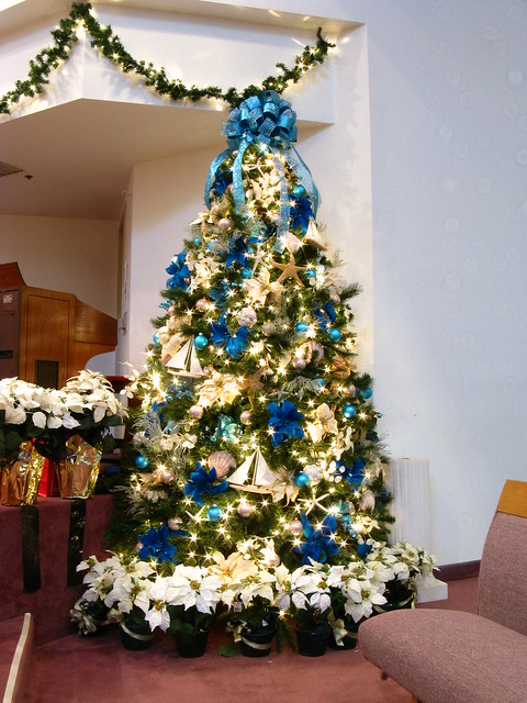 5275412853 8da0300407 - Blue themed christmas tree ...