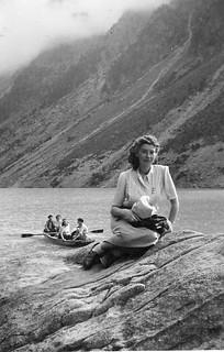 artistic posing at lac de Gaube