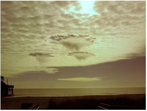 UFO sighting of 3 giant craft over Myrtle Beach, SC on Jan 7, 2011, photos.