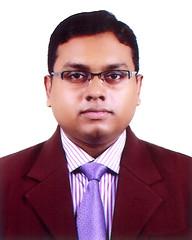 tuxedo(0.0), speaker(0.0), glasses(1.0), man(1.0), formal wear(1.0), white-collar worker(1.0), person(1.0), gentleman(1.0),
