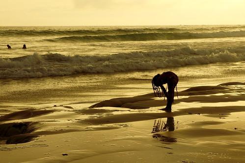 trip travel viaje sunset sea white blanco sol beach reflections landscape islands golden bay mar ecuador time tortoise playa paisaje galapagos arena bahia reflejo sands tortuga siluetas archipielago canon50d rodrigowen