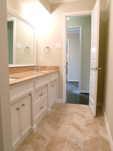 the flip the jack 39 n jill bathroom then now it 39 s great to be home. Black Bedroom Furniture Sets. Home Design Ideas