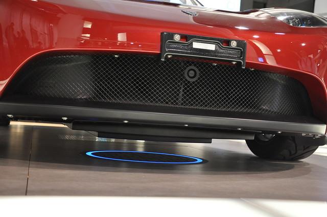 Tesla 汽車無線充電