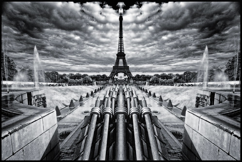 France - Paris - Trocadero Axis - mono mirror