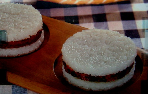 Sticky rice burger @ 7-11 | המבורגר אורז דביק
