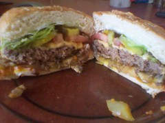 sandwich, hamburger, chivito, muffuletta, meat, veggie burger, food, dish, cuisine, cheeseburger,