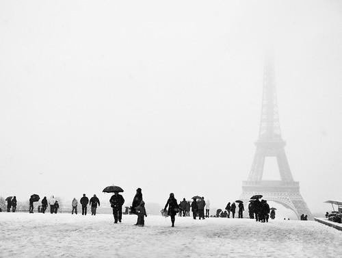 La tour eiffel sous la neige by . ADRIEN .