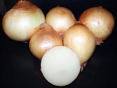 garlic(0.0), plant(0.0), vegetable(1.0), onion(1.0), shallot(1.0), produce(1.0), food(1.0),