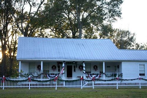 sunset usa white fall architecture texas garland historic wreaths redwhiteblue usaflag smalltowns harriscounty tomballtx texasscenes patrioticdecorations tomballmuseumcenter christmascandlelighttour henrytheishouse frommid1800s germansettlersintexas