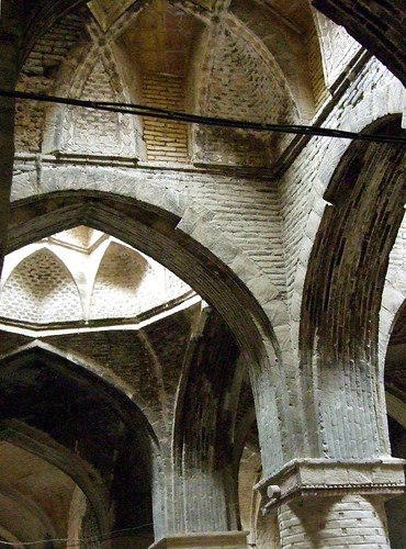 architecture iran geometry persia arches unesco domes esfahan brickwork isfahan 2010 congregational sequential fujis6500 peteshep copyrightphoto ps© historicfridayjamemosque hypostylevaulting