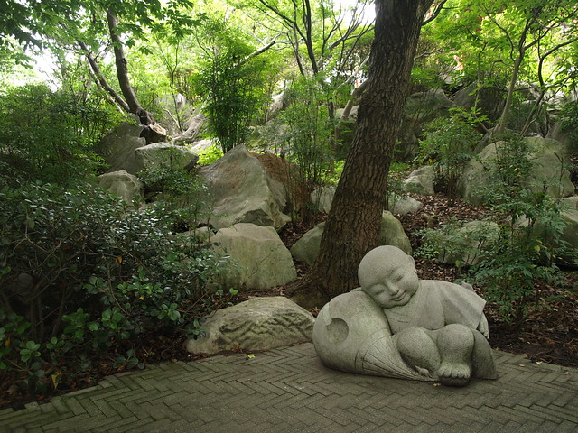 meditar piedra roca
