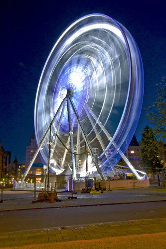 street city blue light building colors beautiful look wheel night canon dark photography lights se town photo colorful long exposure foto view walk wheels creative nights sverige malmö 2009 1740mm streetphotos billede aften skane efterår byliv 450d 1740mmcanon gadefoto gadefotos
