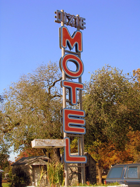 Dixie Motel sign - Indian Hills, GA