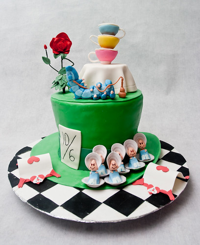 Alice in Wonderland Cake: The Entire Cake