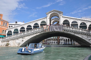 http://hojeconhecemos.blogspot.com/2012/09/do-ponte-de-rialto-veneza-italia.html