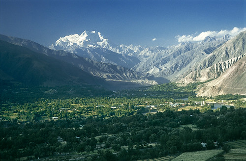 autumn pakistan mountain snow fall town high asia september glacier valley silkroad agriculture himalaya nwfp himalayas southasia mountainrange chitral northwestfrontierprovince hindukush indiansubcontinent tirichmir chitraldistrict kunarriver
