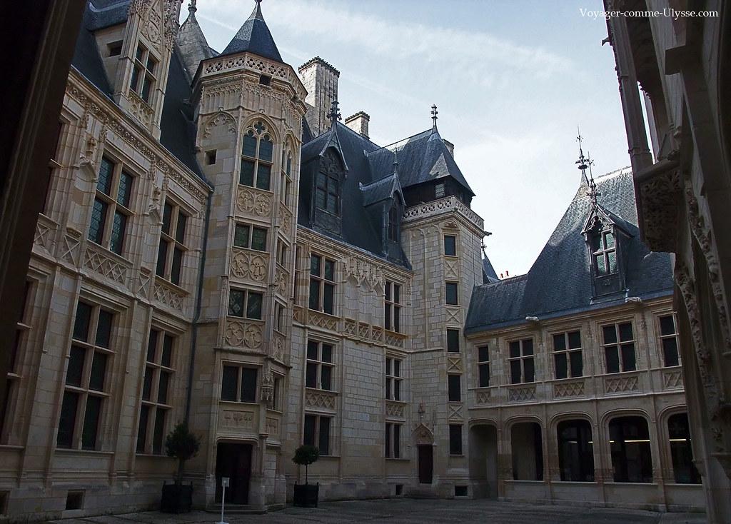 palais jacques coeur plus belle maison gothique de france. Black Bedroom Furniture Sets. Home Design Ideas