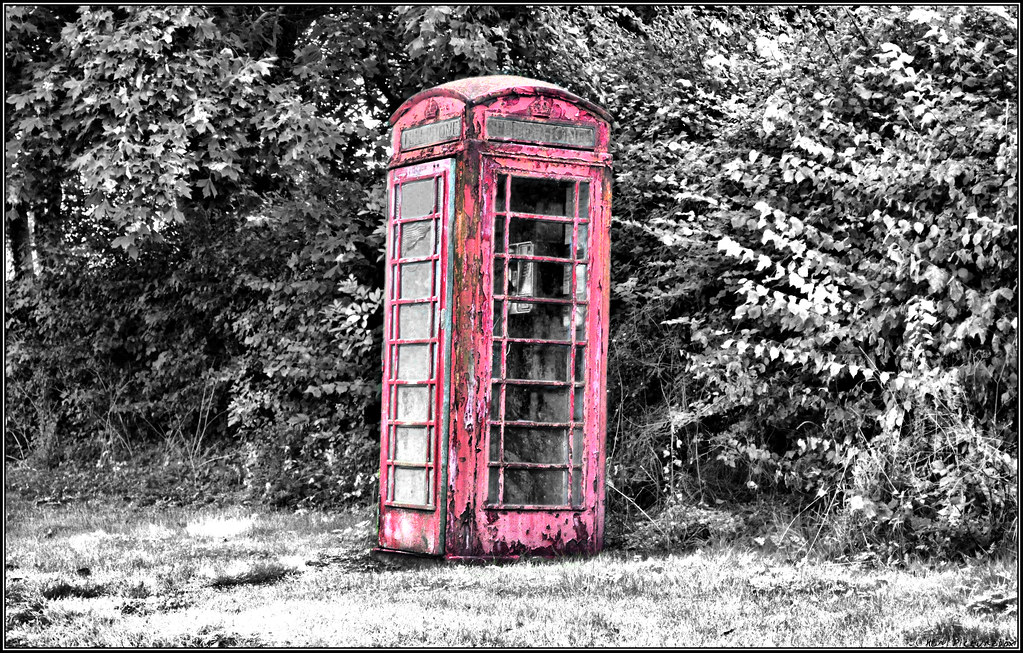 red pop telephone box