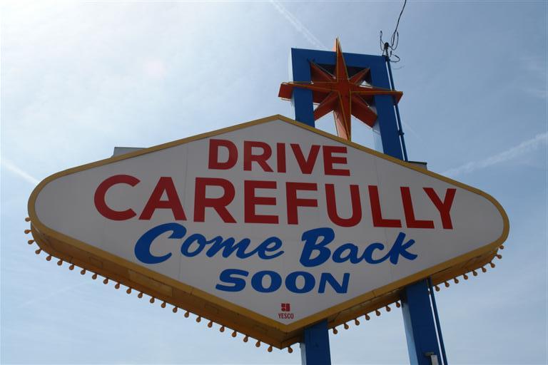 Come Back Soon, cartel de salida de Las Vegas que nos invita a vernos pronto ... algo que en mi caso ... han sido cuatro veces. Qué ver y hacer en Las Vegas, curiosidades y lugares a NO perderse - 5523476022 71dc13fcc1 o - Qué ver y hacer en Las Vegas, curiosidades y lugares a NO perderse