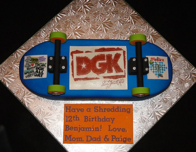 Skateboard Cake http://www.flickr.com/photos/cakesbyelisa/5569985204/