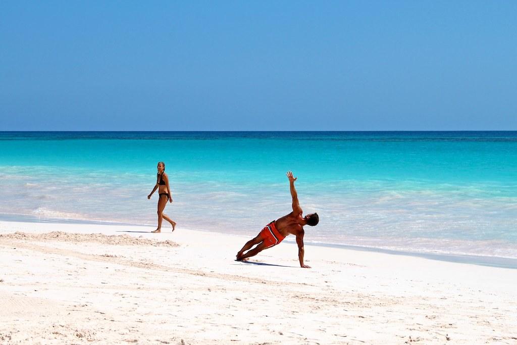 пляж Pink Sands