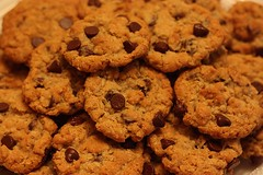 chocolate chip cookie, anzac biscuit, peanut butter cookie, baking, oatmeal-raisin cookies, baked goods, cookies and crackers, food, dessert, cookie, snack food,