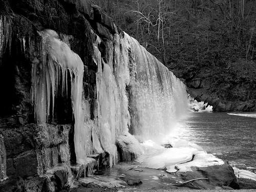 bw frozen waterfall lynchburg hollinsmilldam bhphotocoldcontest