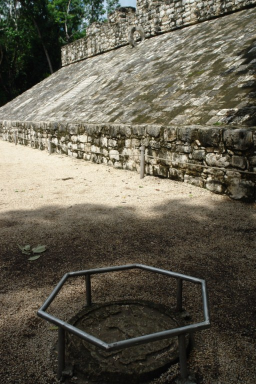 El juego de pelota aún conserva inscripciones en el suelo cobá, la apocalíptica ciudad del fin del mundo - 5477292414 814759006f o - Cobá, la apocalíptica ciudad del fin del mundo