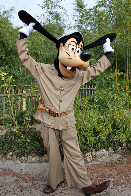 Meeting Adventureland Goofy!