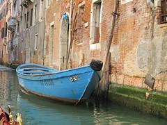 gondola(0.0), barque(0.0), travel(0.0), vehicle(1.0), watercraft rowing(1.0), boating(1.0), watercraft(1.0), canal(1.0), boat(1.0), waterway(1.0),