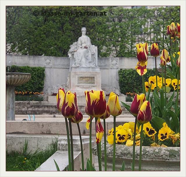 Volksgarten Wien - Kaiserin Elisabeth Memorial Area | 2014-04