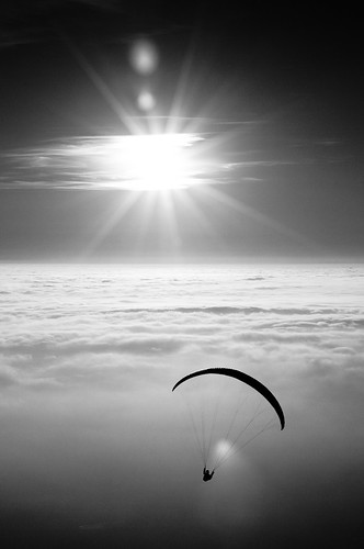 blackandwhite bw sun fog clouds nuvole pentax paragliding sole nebbia biancoenero parapendio trnovo pentaxk20d pentaxk20 dwcfffog