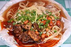 fried noodles(0.0), noodle(1.0), mie goreng(1.0), bãºn bã² huế(1.0), noodle soup(1.0), meat(1.0), hokkien mee(1.0), food(1.0), beef noodle soup(1.0), dish(1.0), chinese noodles(1.0), soup(1.0), cuisine(1.0), chow mein(1.0),