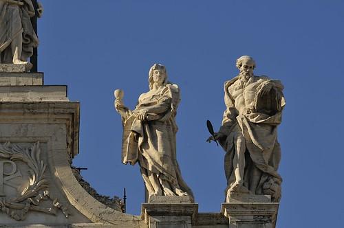 Statuen auf der Lateranbasilika San Giovanni in Laterano / Statues on the Basilica of St. John Lateran by bildwunsch