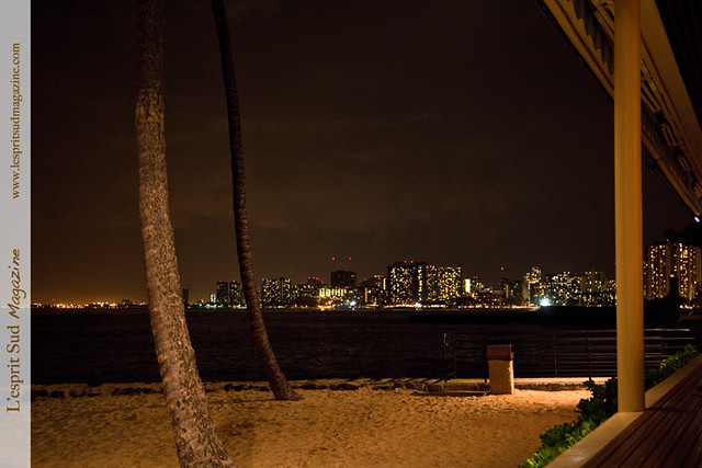 Honolulu - Waikiki Beach at night