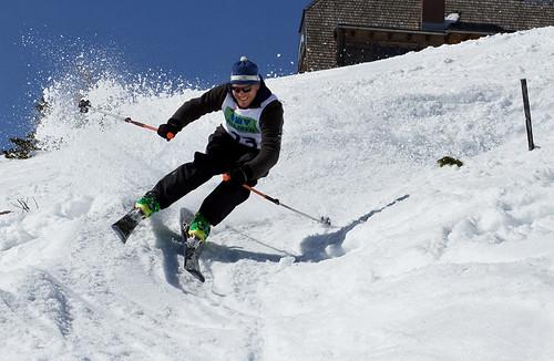 snow ski smile race